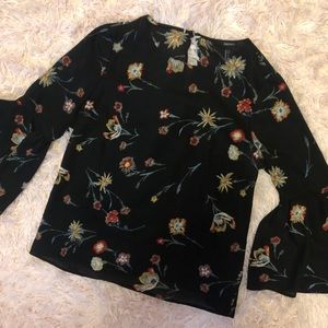 Forever 21 Flare Sleeve Floral Blouse